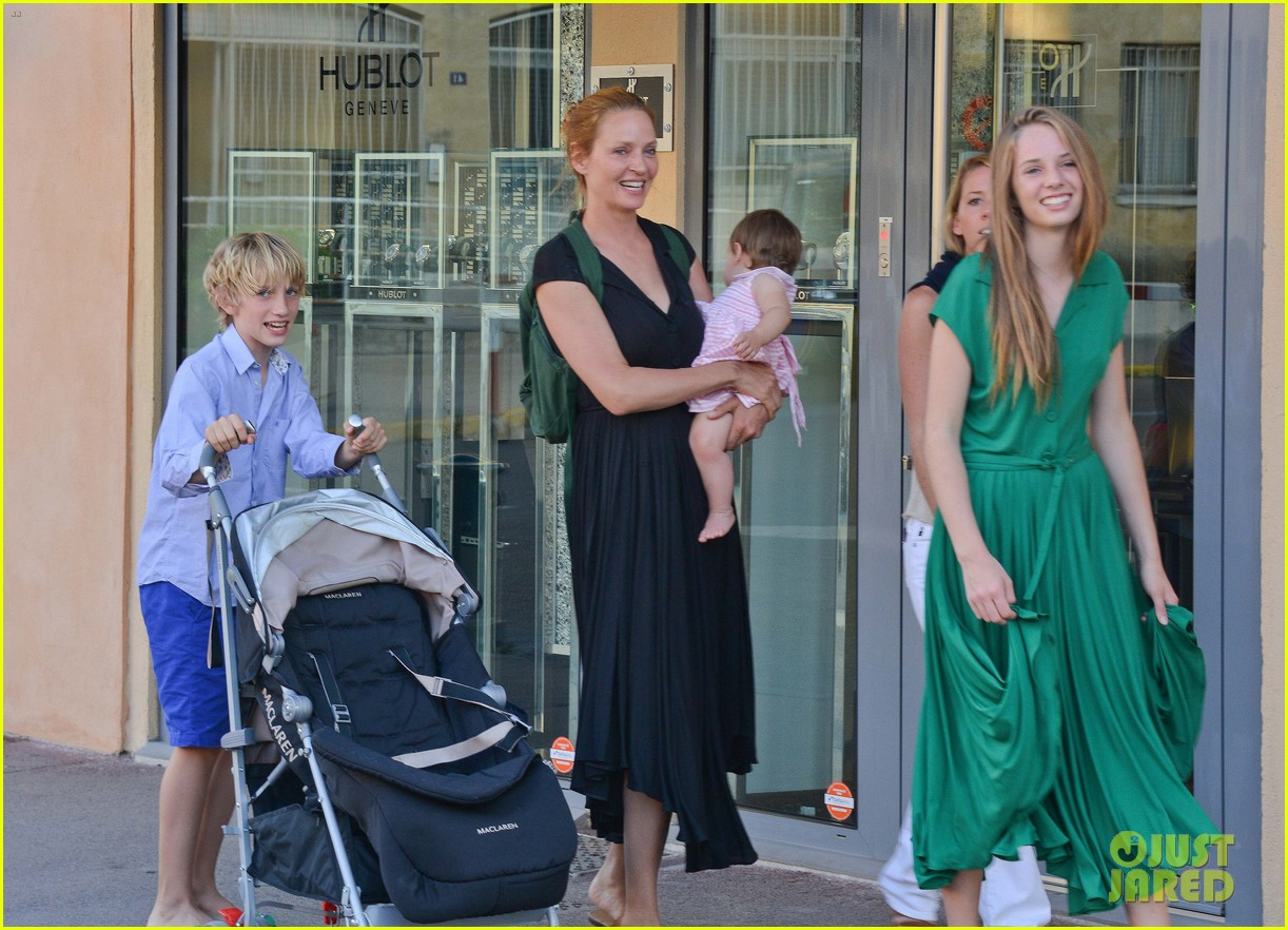 uma thurman saint tropez trip with arpad busson kids 152904887