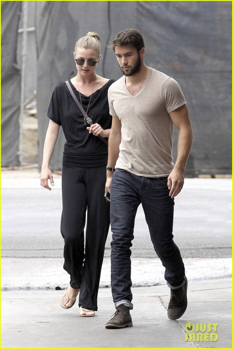 emily vancamp josh bowman little doms lunch lovers 012908077