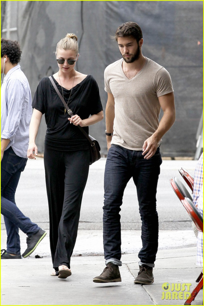 emily vancamp josh bowman little doms lunch lovers 052908081