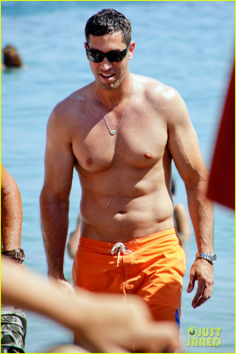 sofia vergara relaxes oceanside with shirtless nick loeb 12