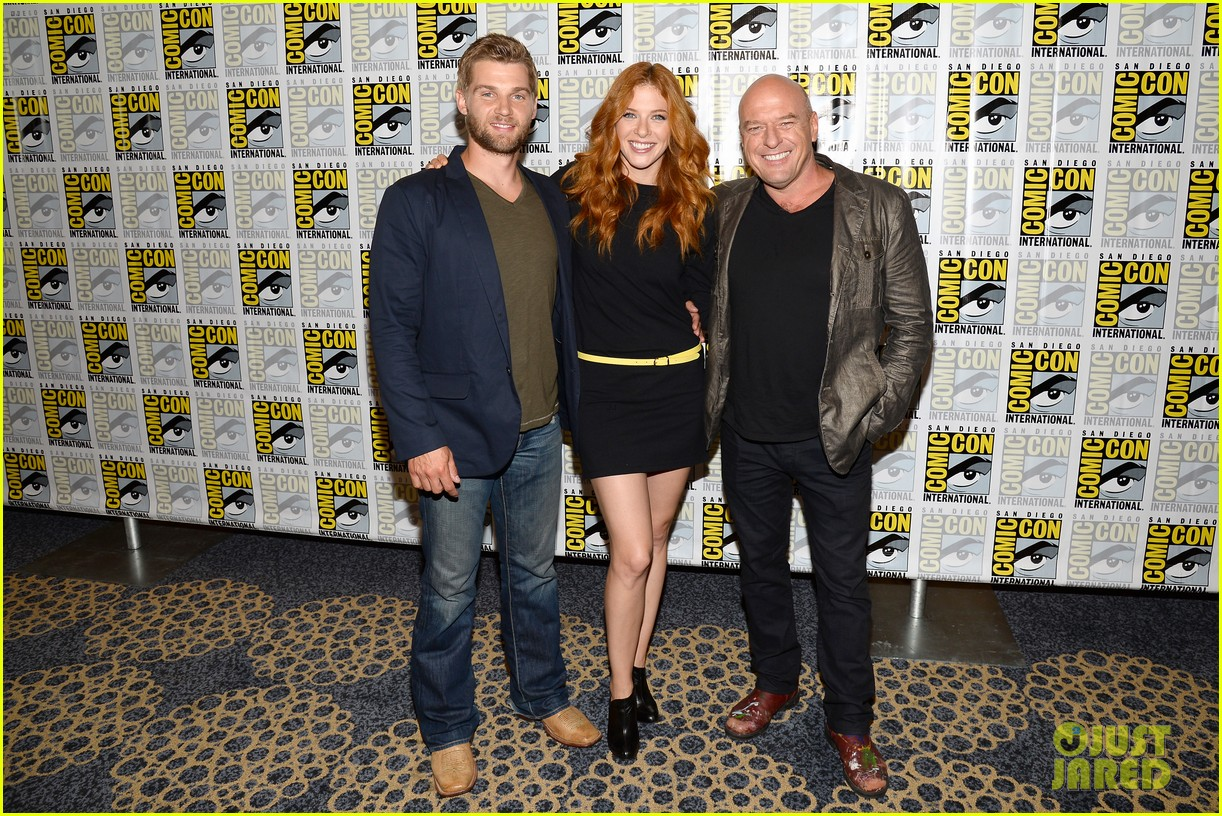 mike vogel rachelle lefevre under the dome at comic con 032913402