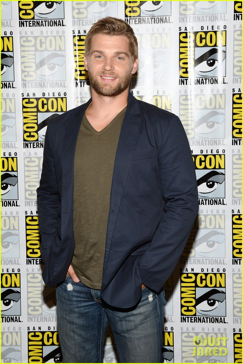 mike vogel rachelle lefevre under the dome at comic con 182913417