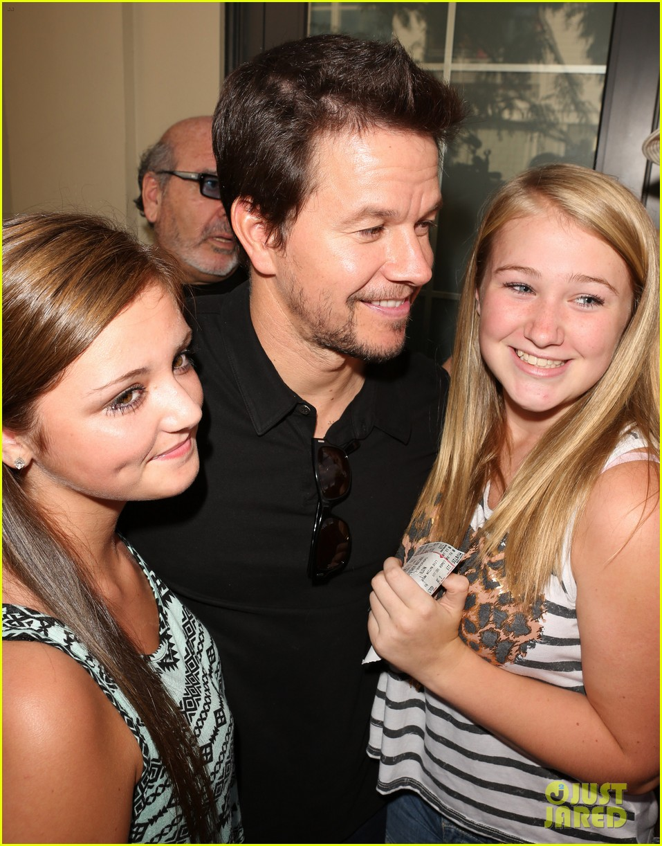 mark wahlberg 2 guns boston premiere 062920762