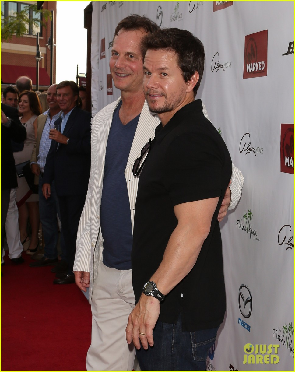mark wahlberg 2 guns boston premiere 08