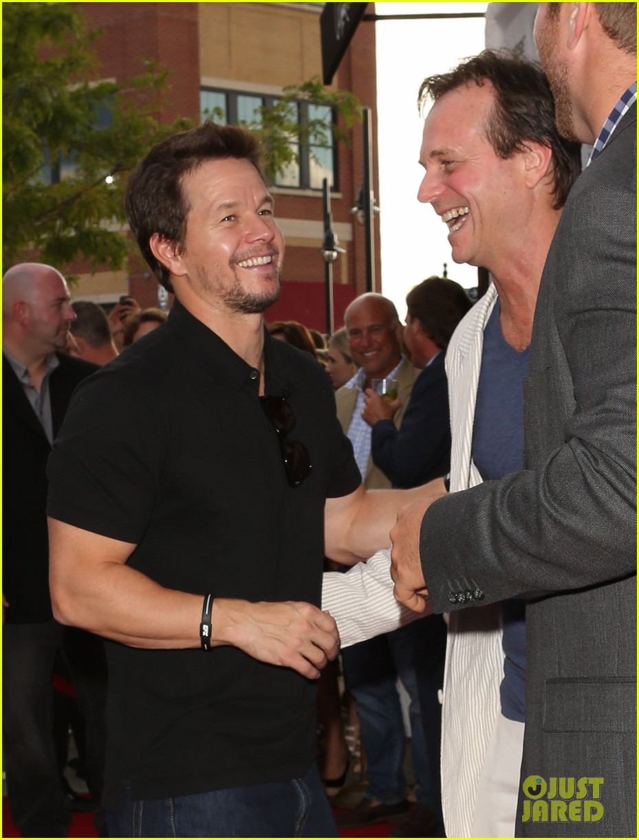 mark wahlberg 2 guns boston premiere 102920766