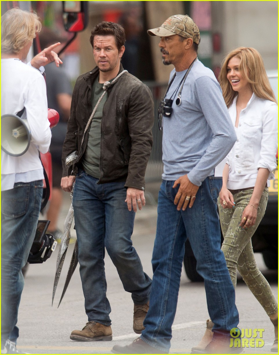 mark wahlberg nicola peltz film transformers 4 with jack reynor 042921050