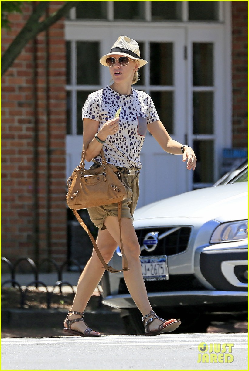 naomi watts spends fourth of july in the hamptons 012904726