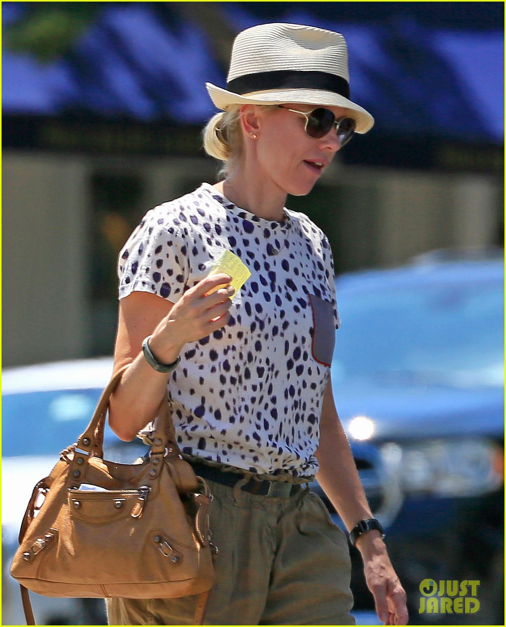 naomi watts spends fourth of july in the hamptons 022904727