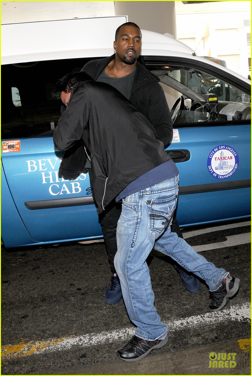 kanye west felony suspect after lax photographer scuffle 09