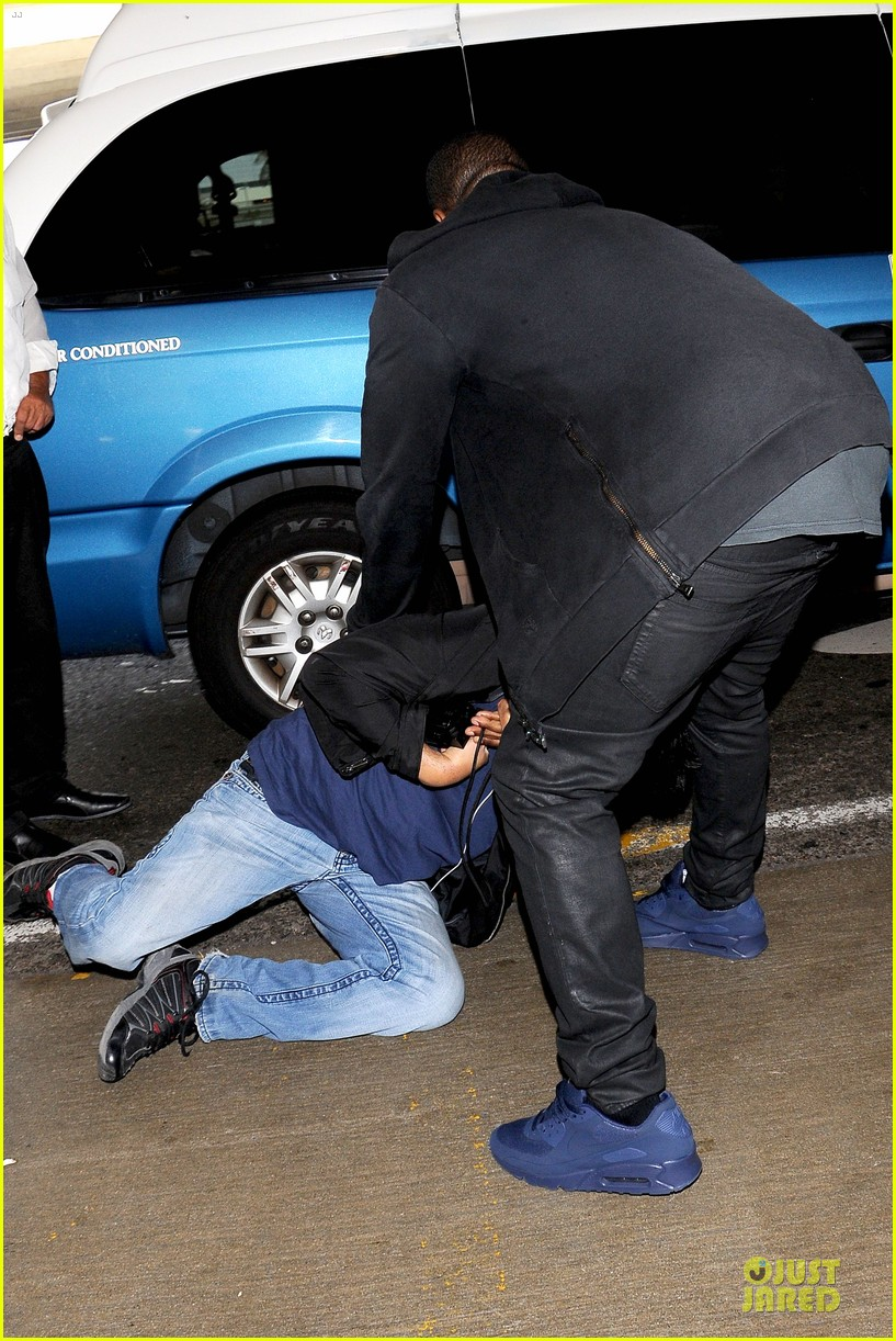 kanye west felony suspect after lax photographer scuffle 122912593