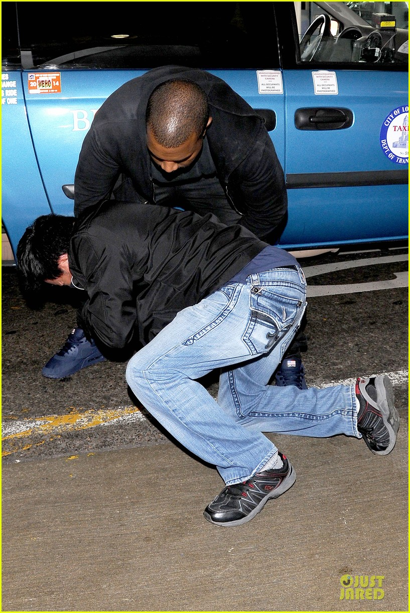 kanye west felony suspect after lax photographer scuffle 132912594