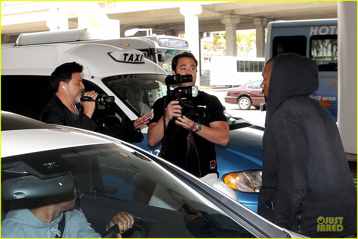 kanye west felony suspect after lax photographer scuffle 172912598