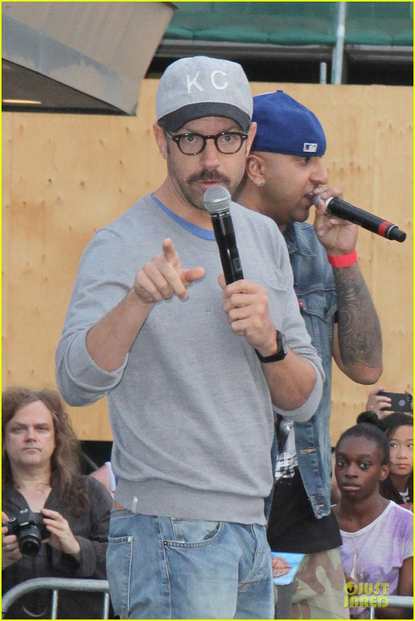 olivia wilde supports knicks jason sudeikis promotes were the millers 072915447
