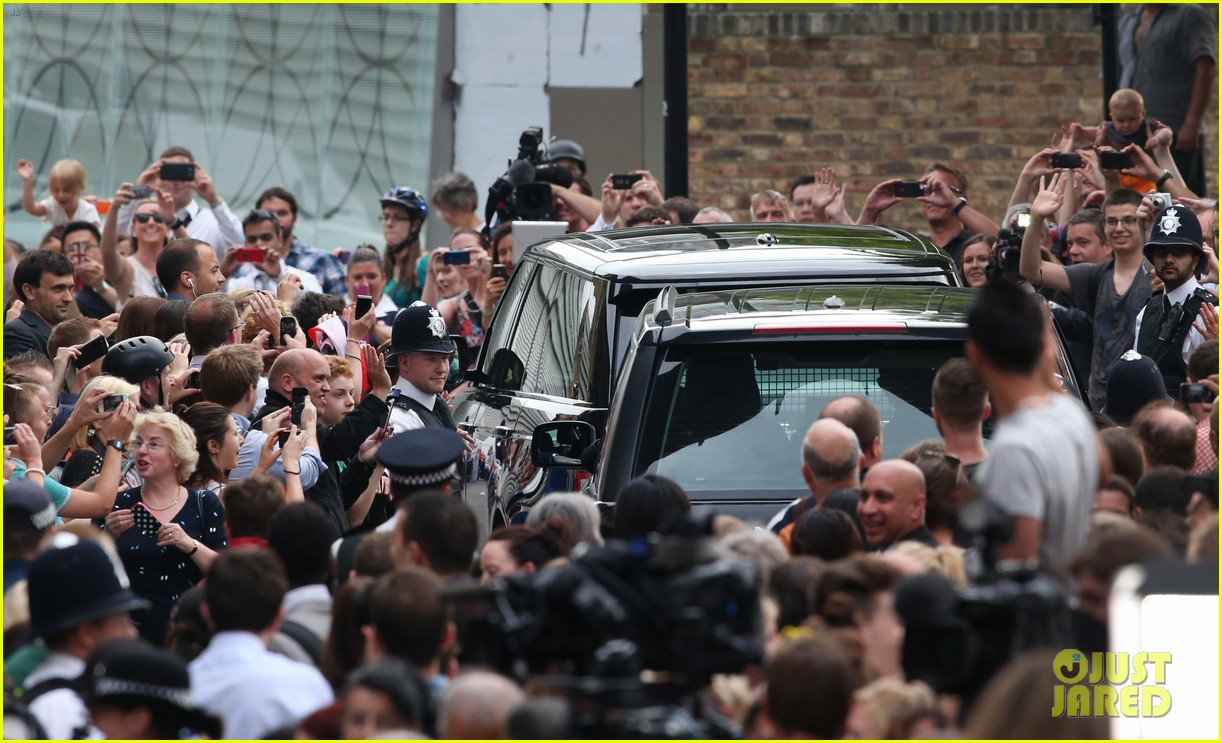 prince william drives royal baby kate middleton home 072915287
