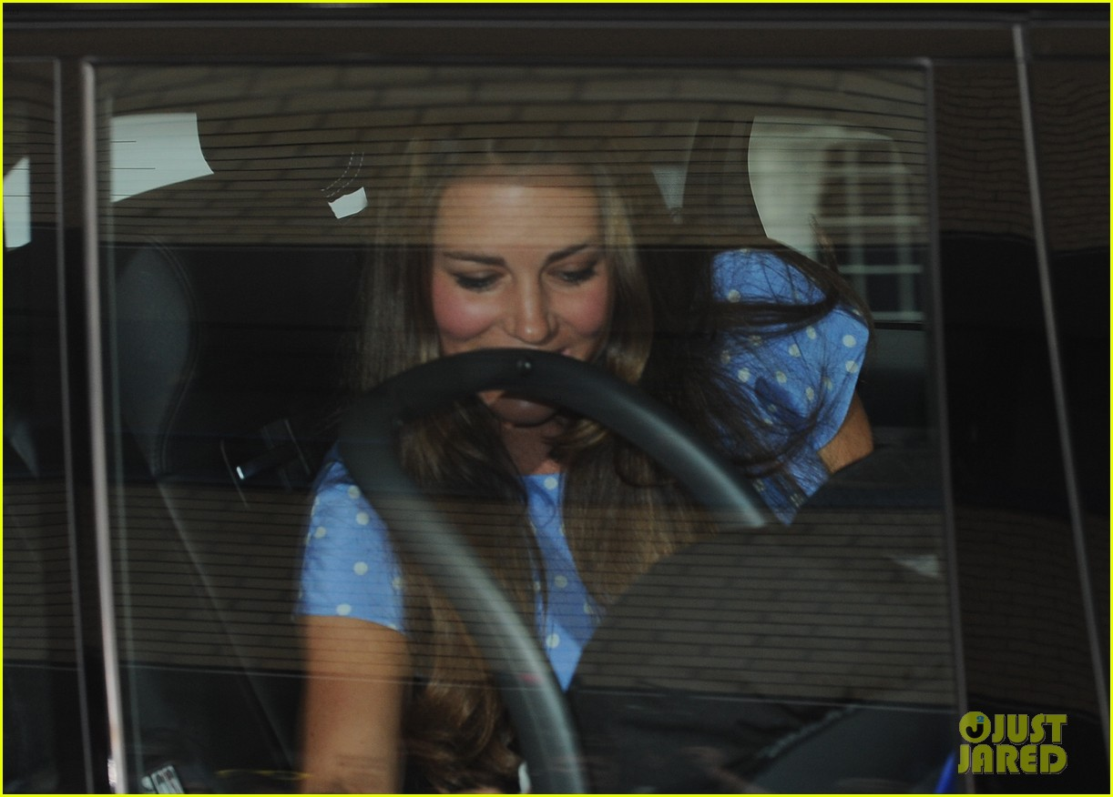 prince william drives royal baby kate middleton home 092915289