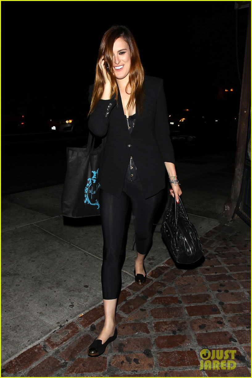rumer willis performs at sayers club after pll guest spot 01