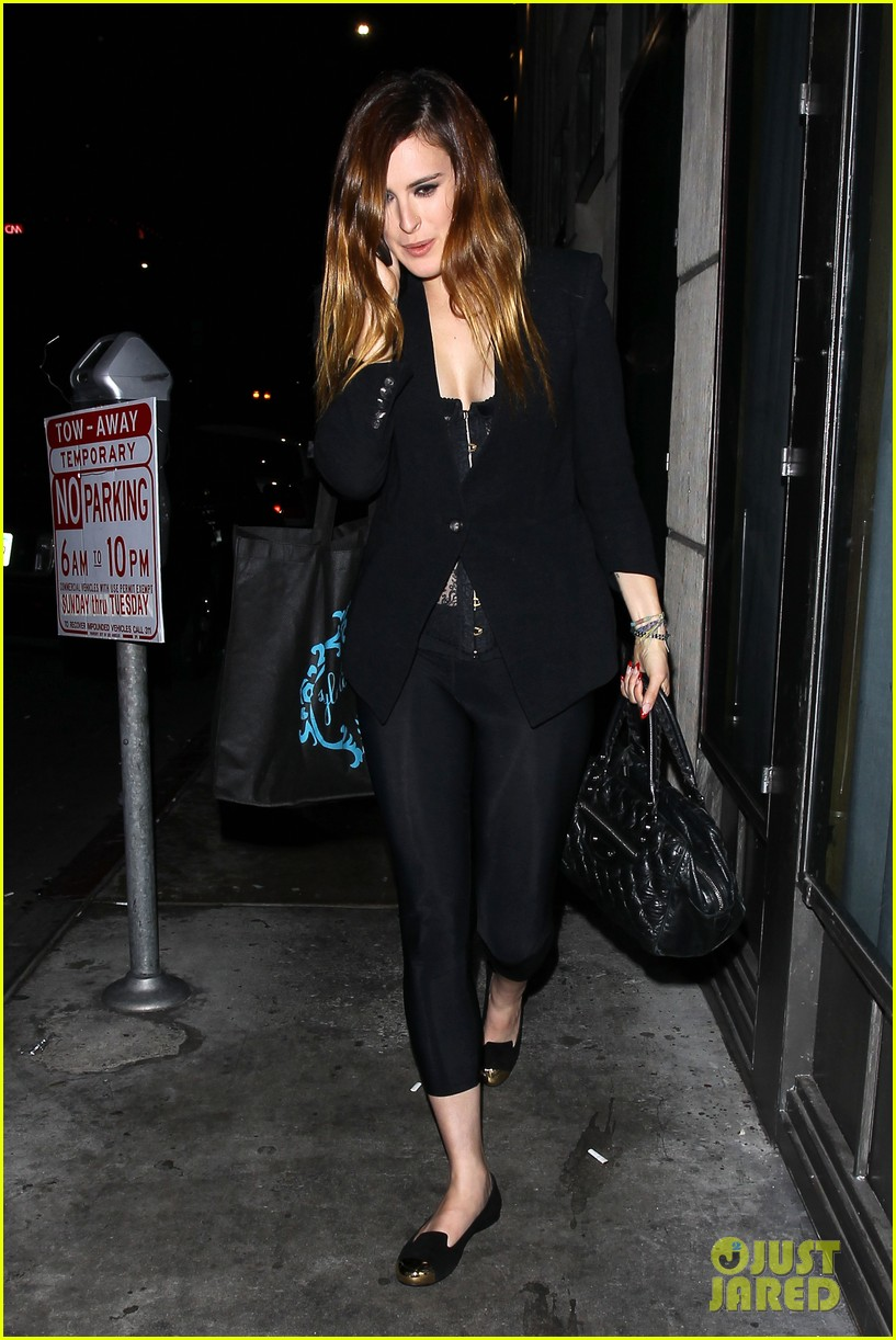 rumer willis performs at sayers club after pll guest spot 07