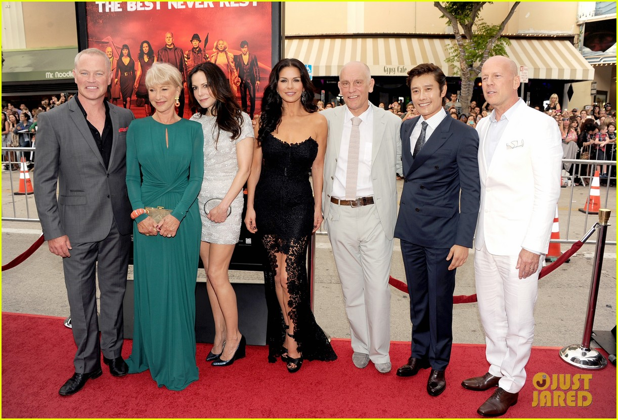 catherine zeta jones bruce willis red 2 premiere 09