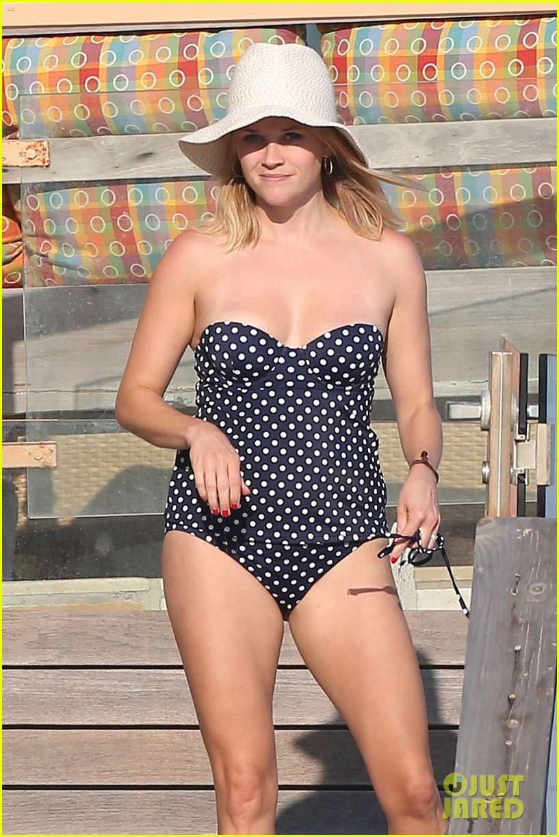 reese witherspoon beach holiday with jim toth tennessee 062904135