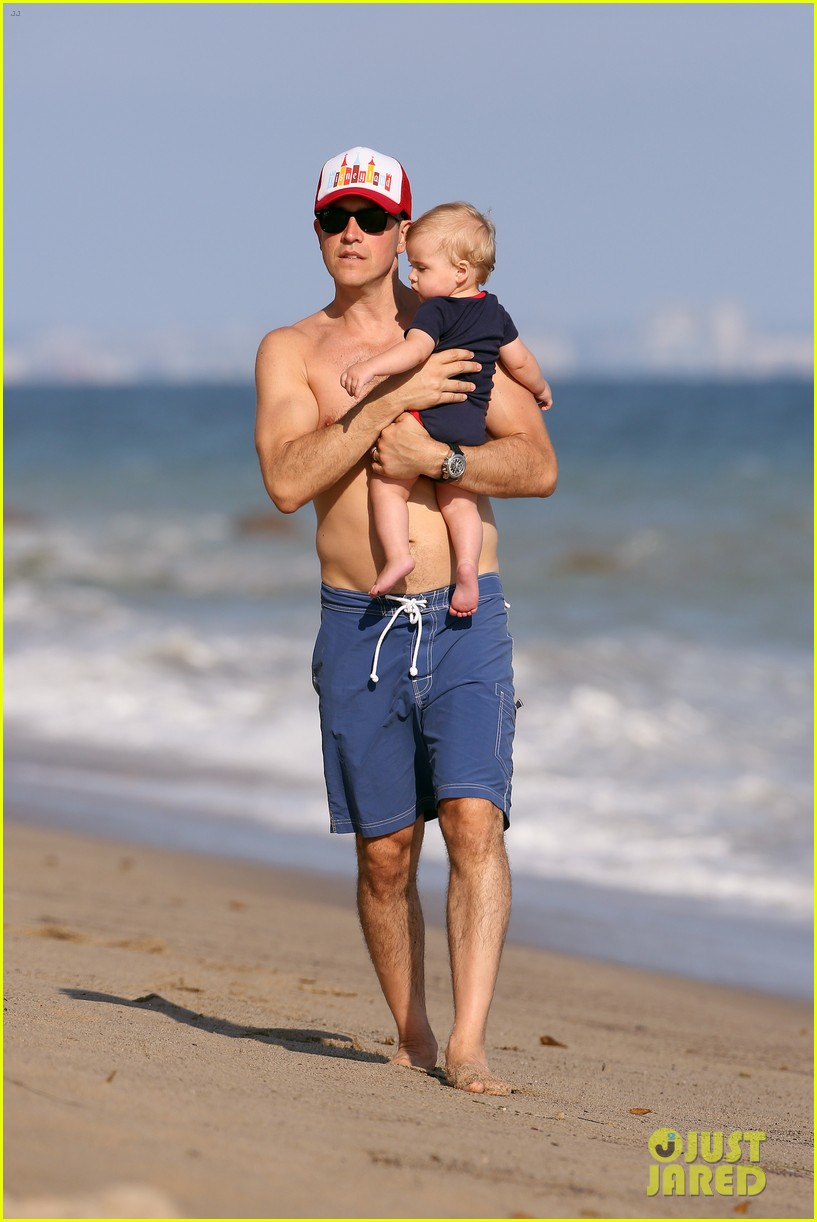 reese witherspoon beach holiday with jim toth tennessee 192904148