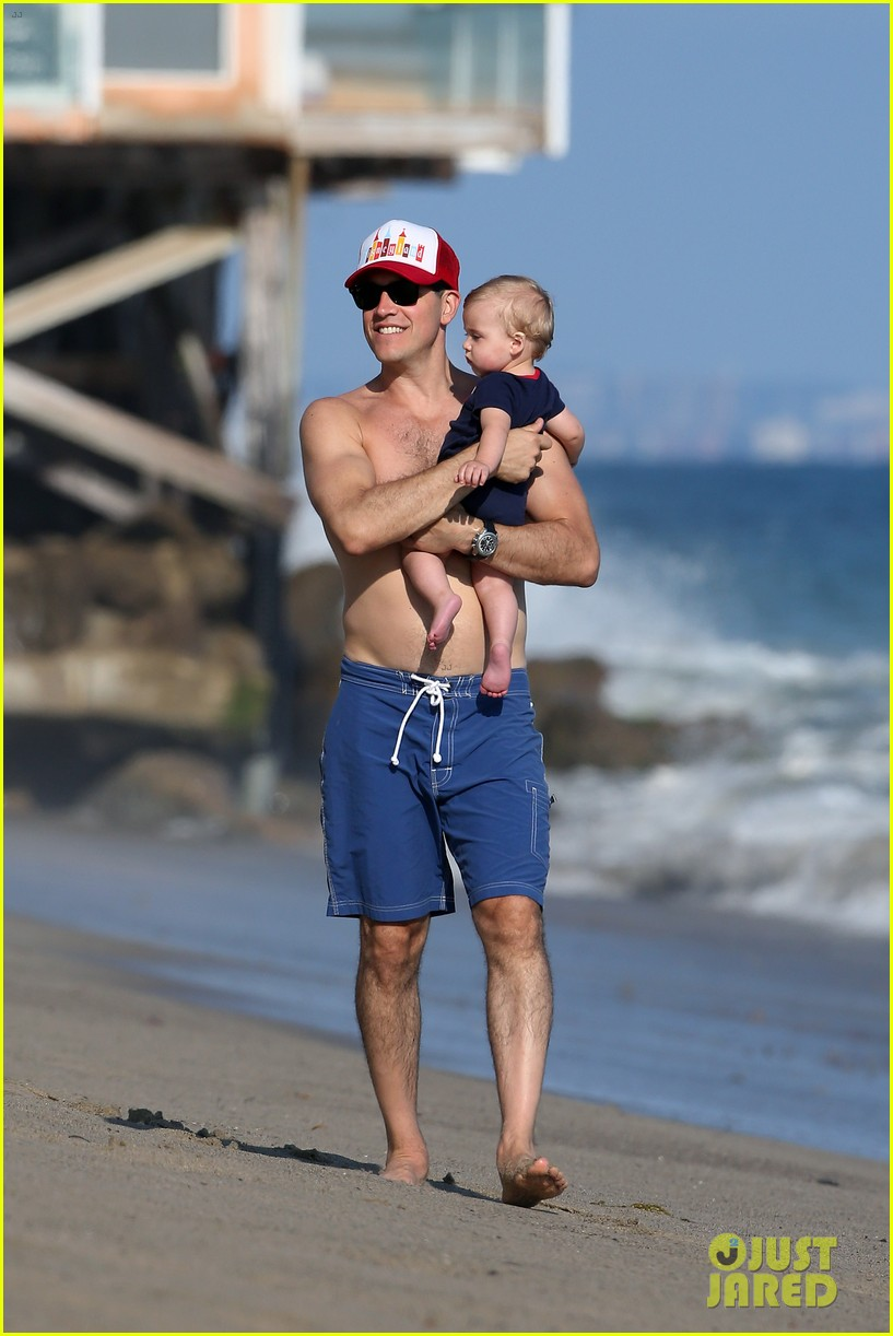 reese witherspoon beach holiday with jim toth tennessee 212904150
