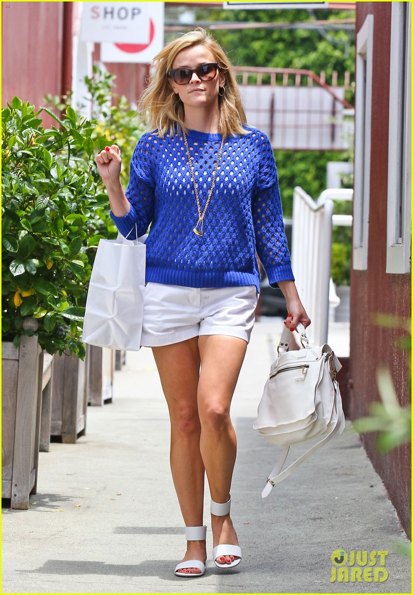 reese witherspoon brentwood country mart stop 012903410