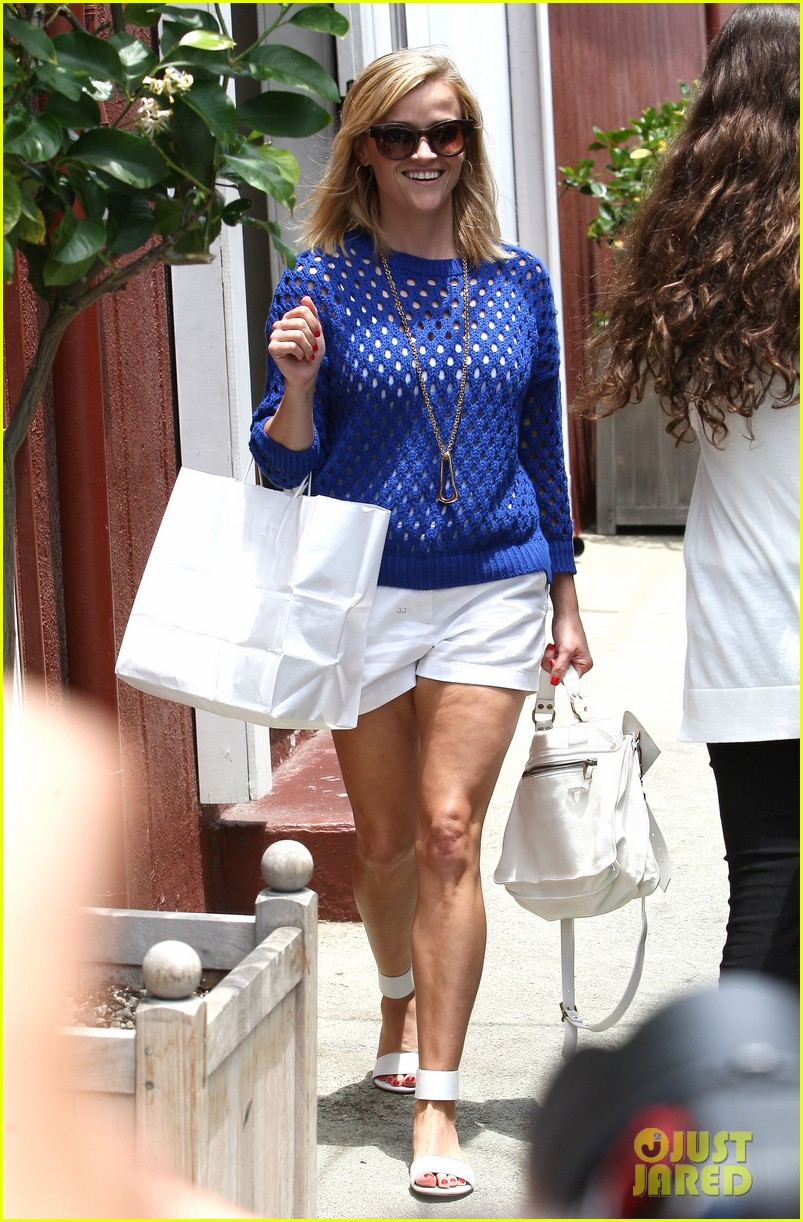 reese witherspoon brentwood country mart stop 19