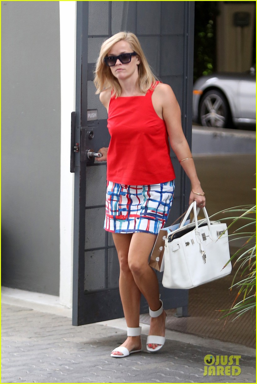 reese witherspoon takes car of business in beverly hills 032917629