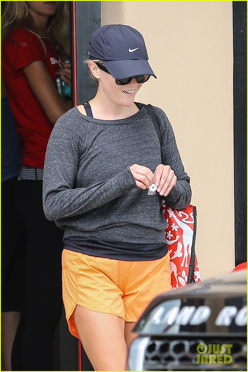 reese witherspoon takes car of business in beverly hills 042917630