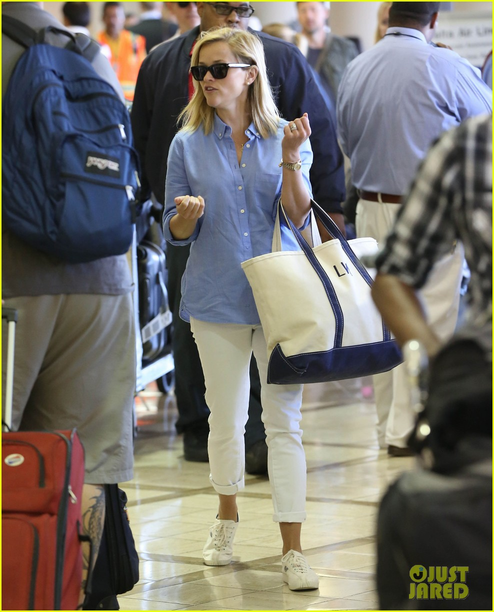 reese witherspoon flies the skies with baby tennessee 092906601