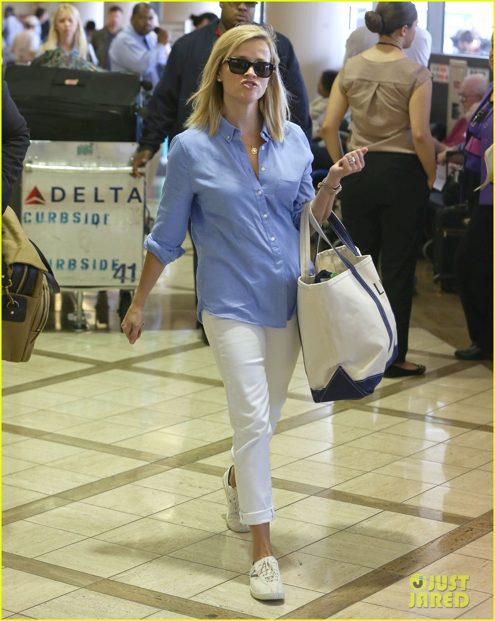 reese witherspoon flies the skies with baby tennessee 192906611
