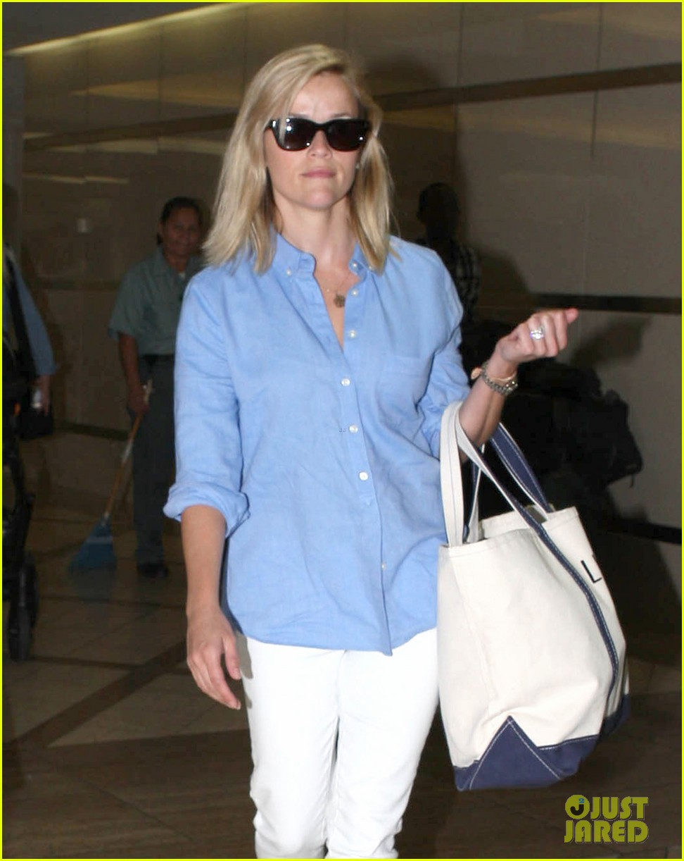 reese witherspoon flies the skies with baby tennessee 212906613