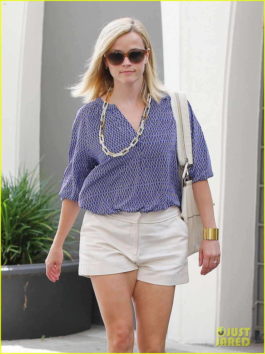 reese witherspoon monday morning workout office visit 132902087