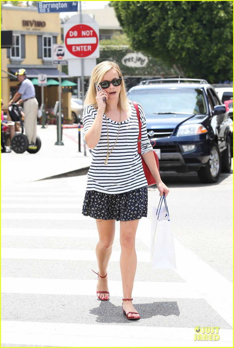 reese witherspoon striped nail salon stop 012902801