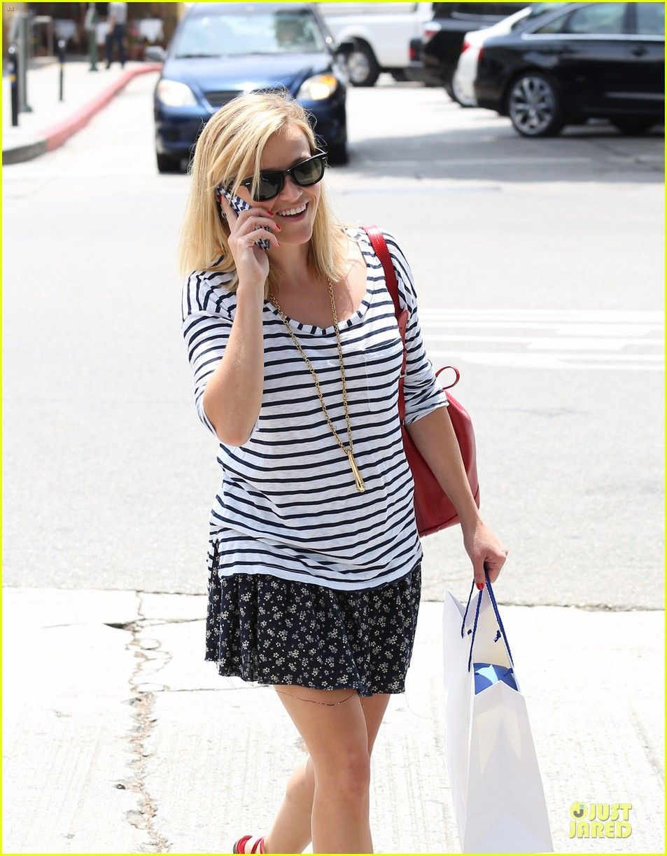 reese witherspoon striped nail salon stop 022902802