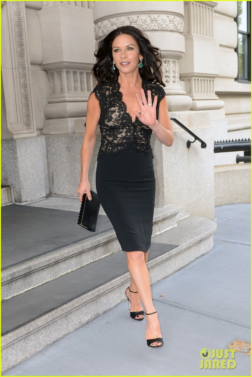 catherine zeta jones late night with jimmy fallon appearance 032911324
