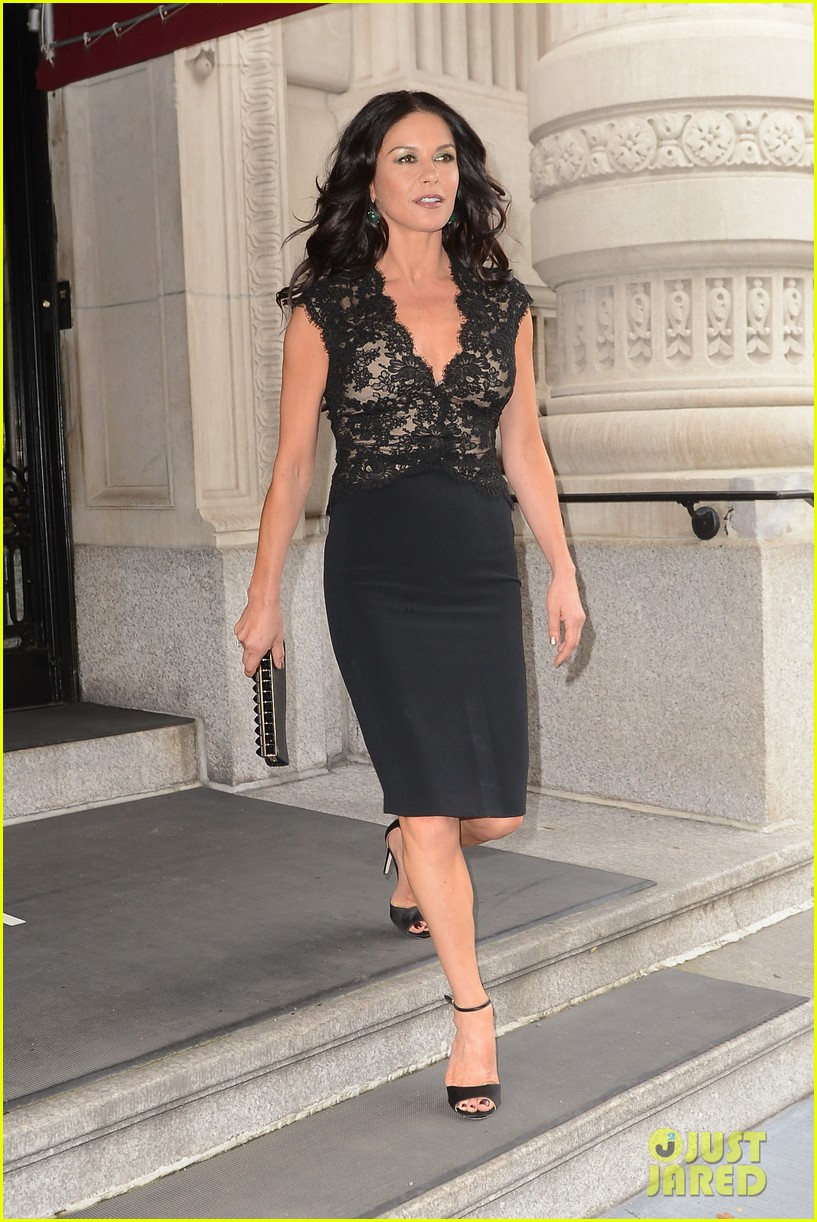 catherine zeta jones late night with jimmy fallon appearance 092911330