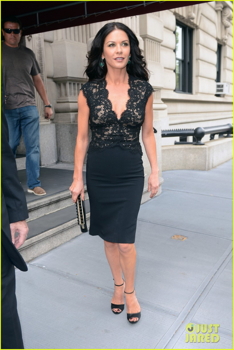 catherine zeta jones late night with jimmy fallon appearance 102911331