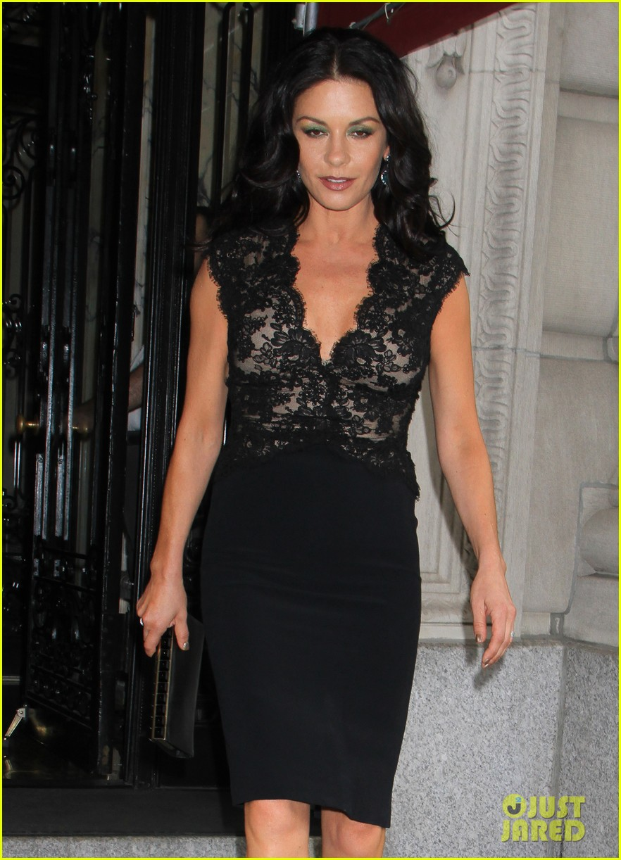 catherine zeta jones late night with jimmy fallon appearance 112911332