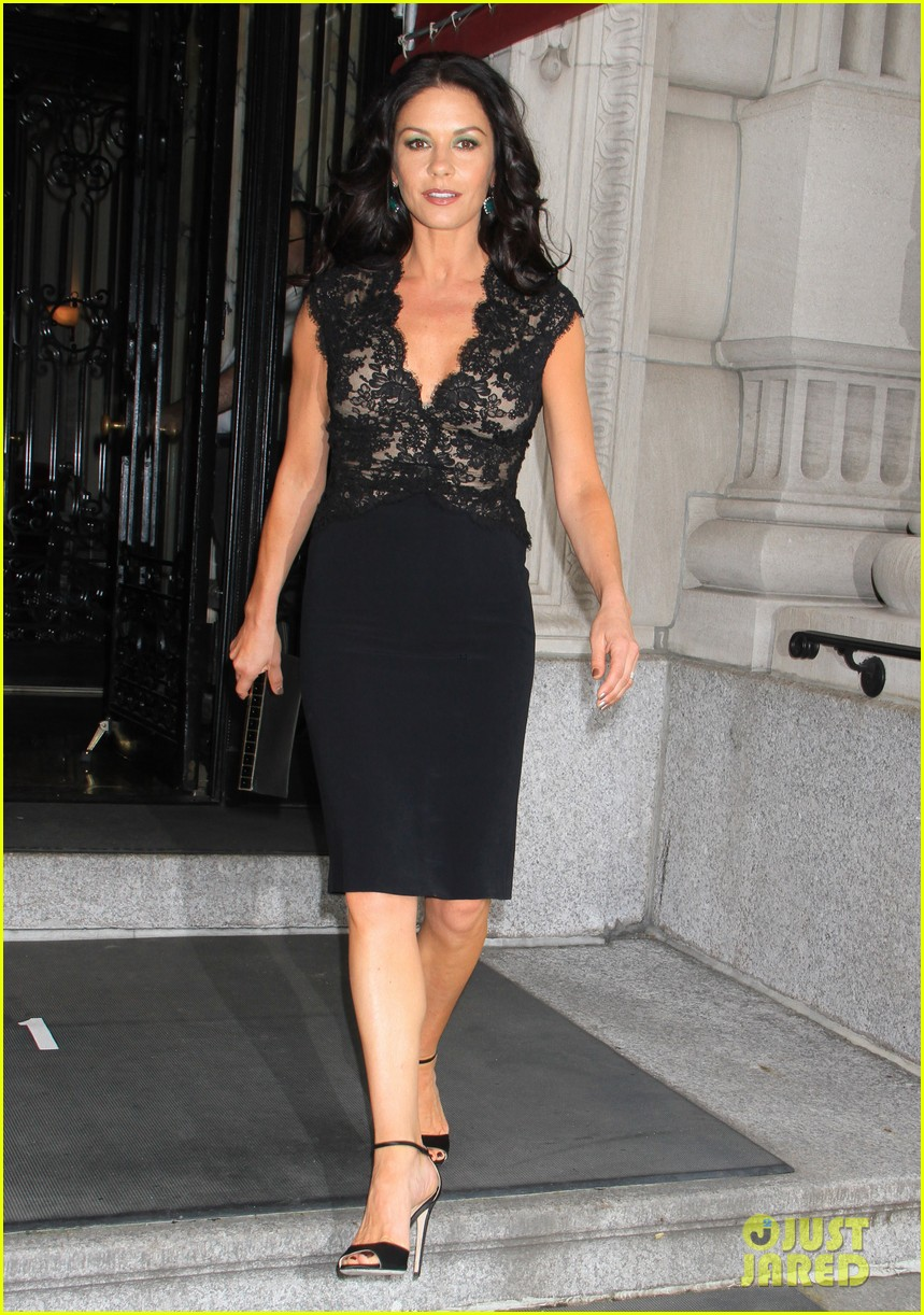 catherine zeta jones late night with jimmy fallon appearance 122911333