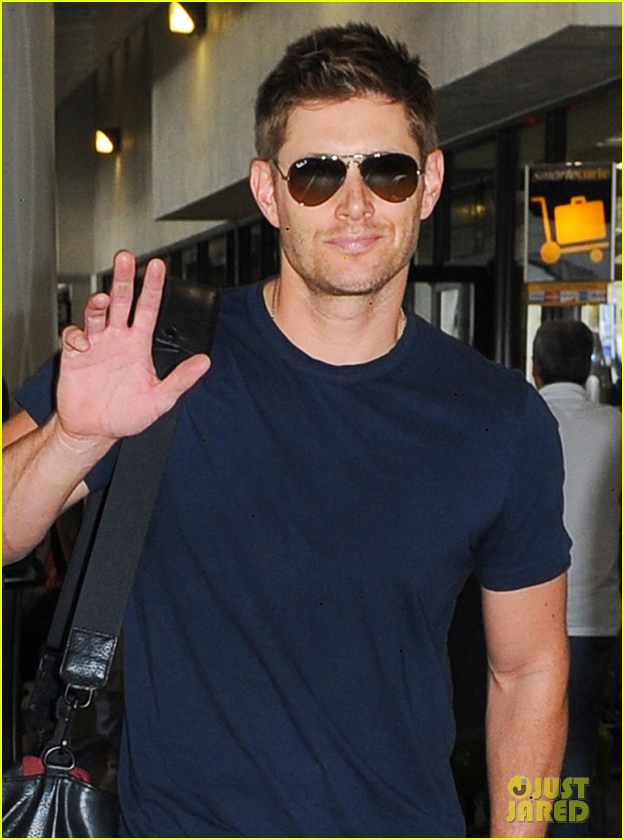 jensen ackles touches down at lax with danneel justice 042932241