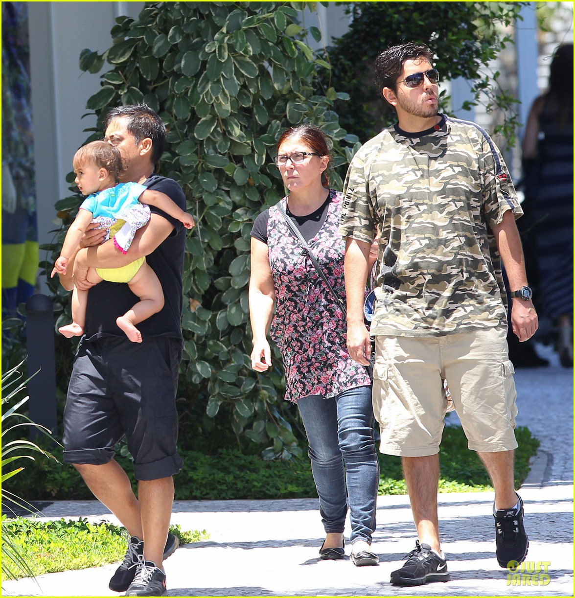 adriana lima family lunch with valentina sienna 12