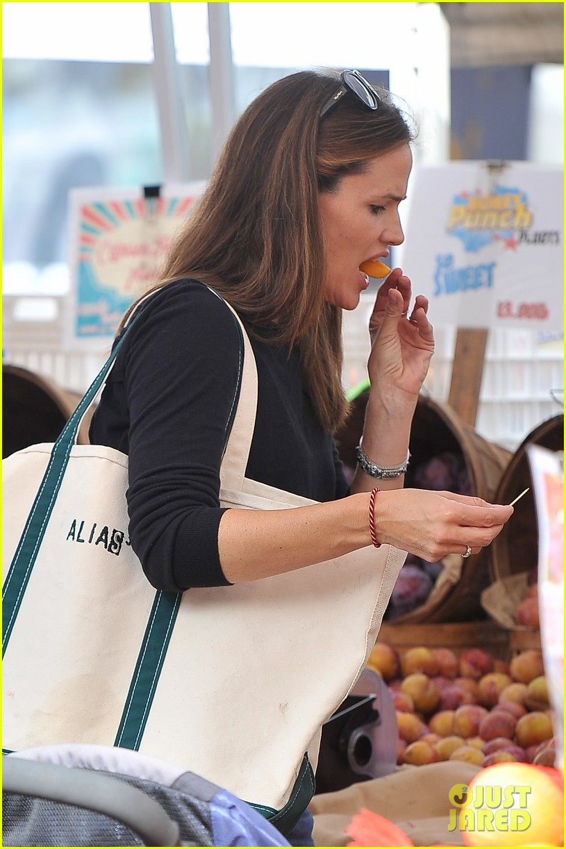 ben affleck jennifer garner family farmers market trip 162927957
