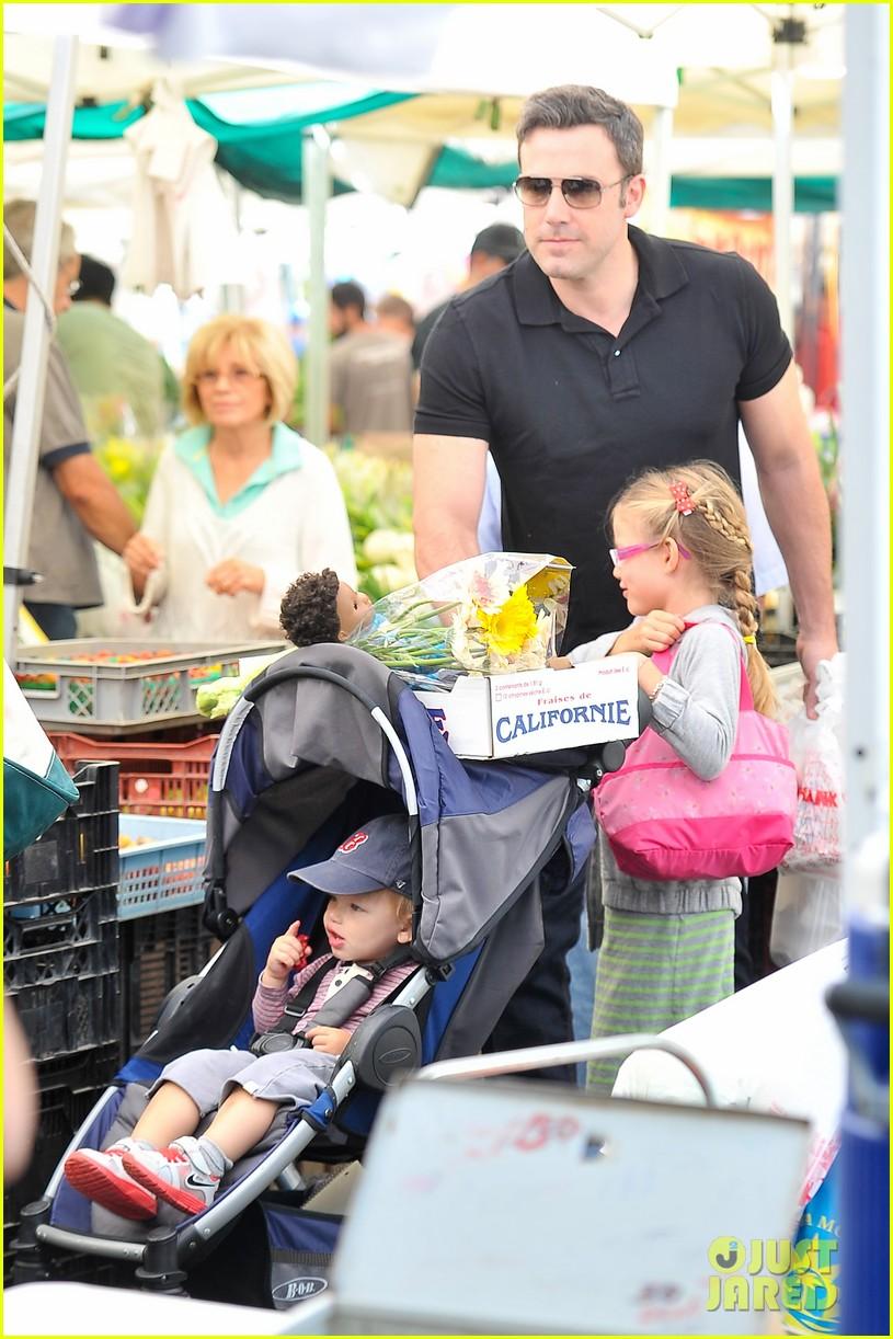 ben affleck jennifer garner family farmers market trip 202927961