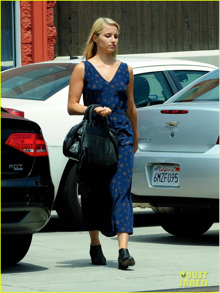 dianna agron working all day into the night 042933943