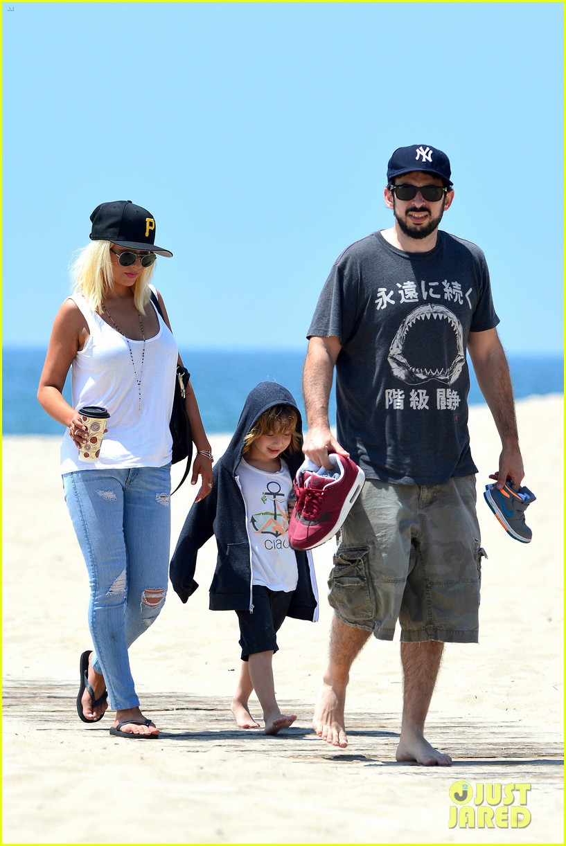 christina aguilera hits the beach with jordan bratman max 01