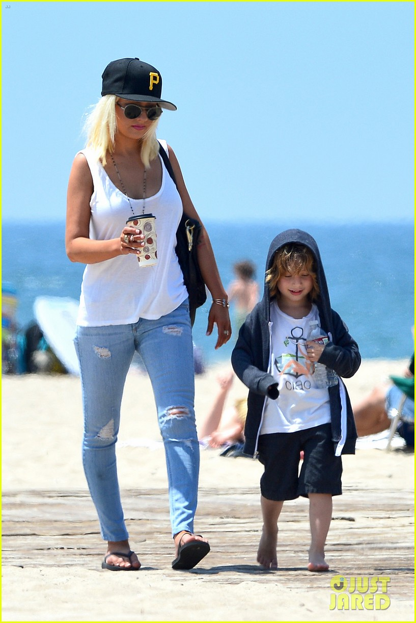 christina aguilera hits the beach with jordan bratman max 09