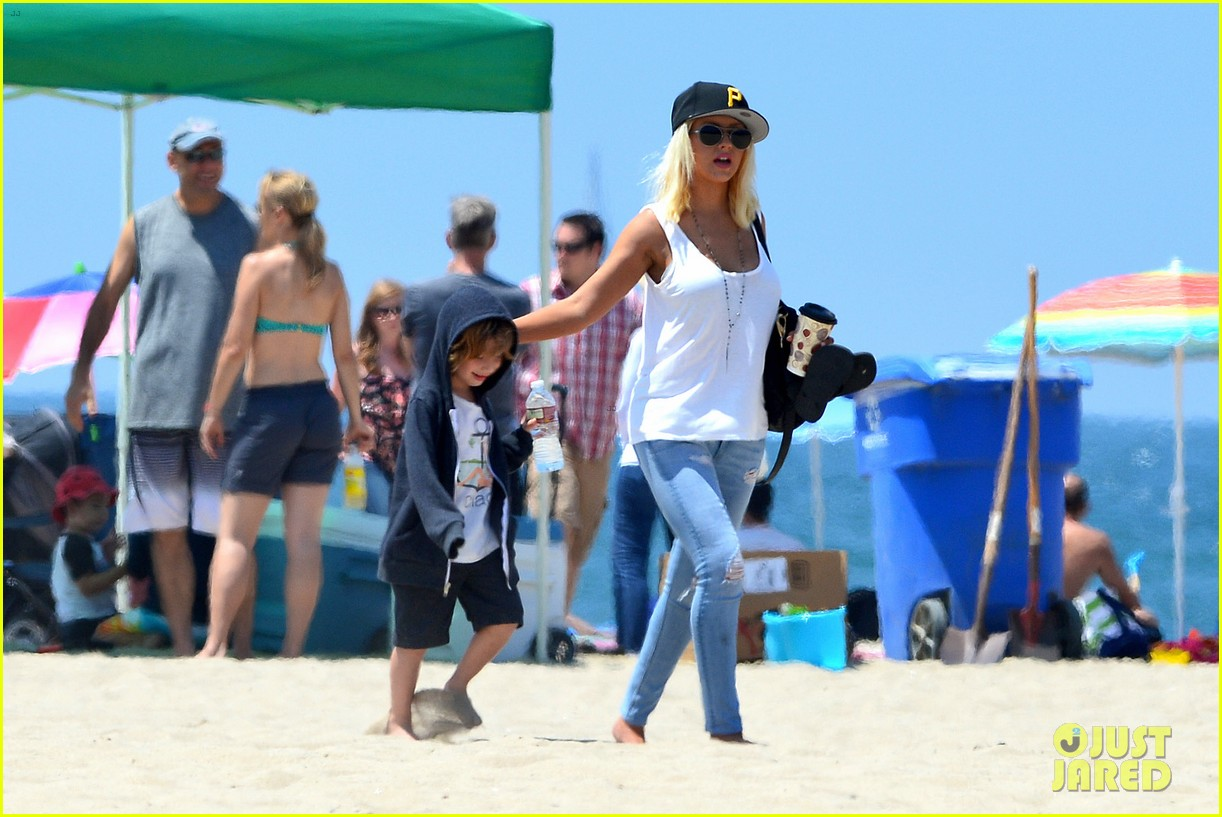 christina aguilera hits the beach with jordan bratman max 26