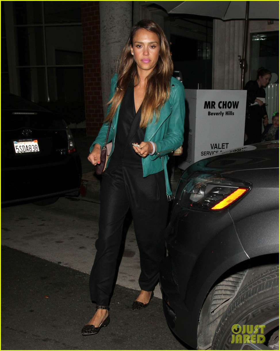 jessica alba cash warren back from the hamptons 012930026