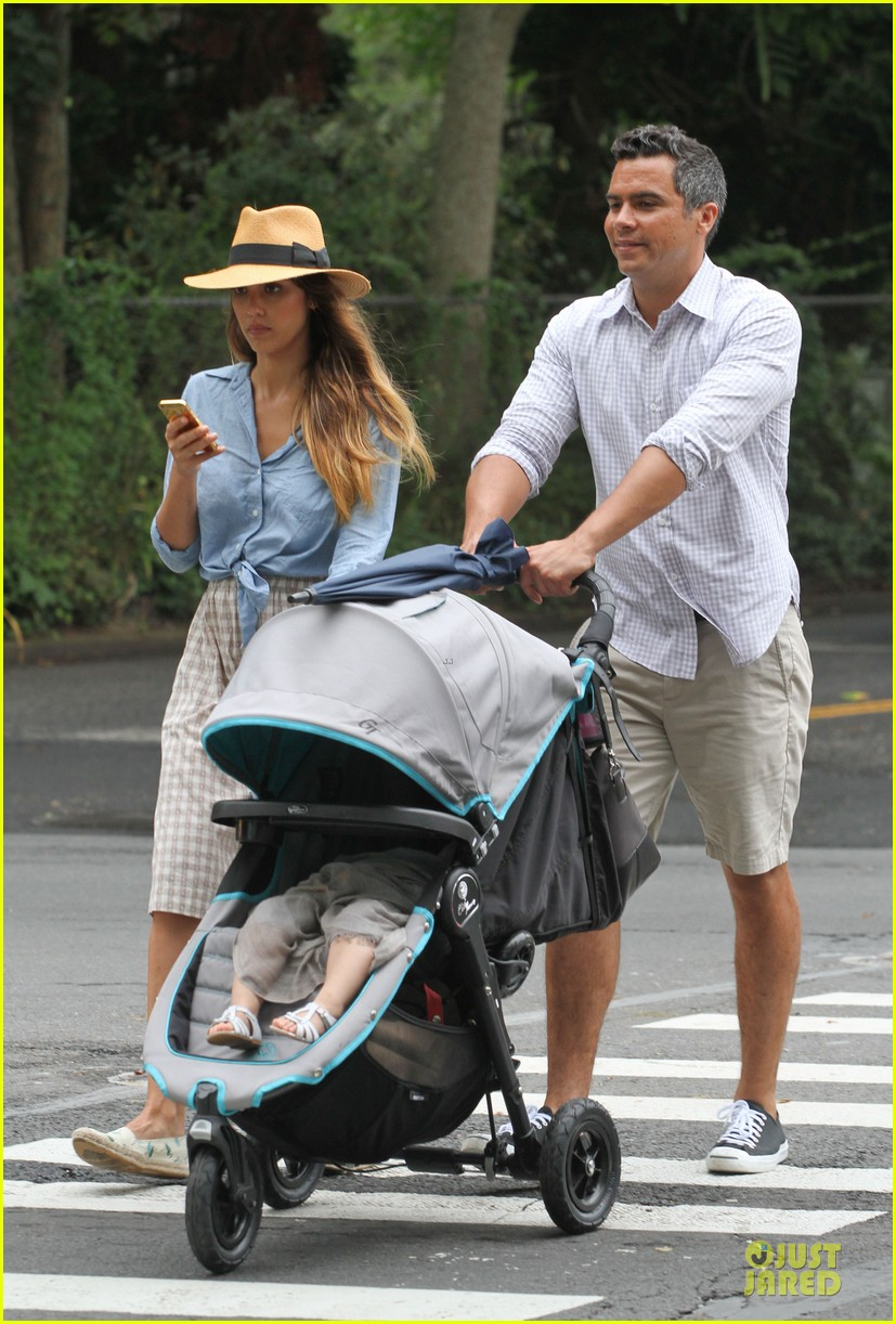 jessica alba cash warren east hampton stroll with haven 012927362